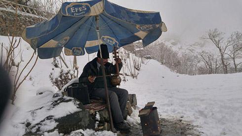 کمانچه نوازی در برف