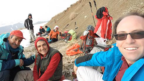 گروه کوهنوردی پرسون - صرف صبحانه در مسیر قله بند عیش