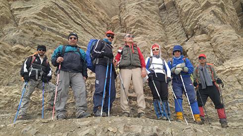 گروه کوهنوردی پرسون - در کنار تیغه های بلند قله بند عیش