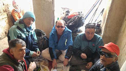 گروه کوهنوردی پرسون - دره حصارک - توقفگاهی برای صرف ناهار