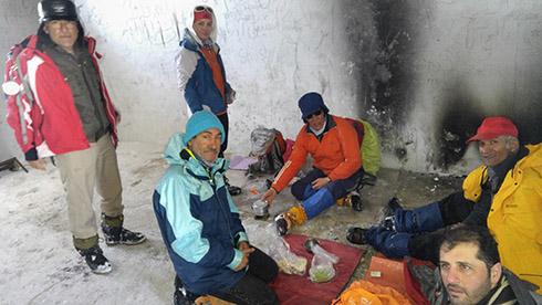 گروه کوهنوردی پرسون - اتاقک دیده بانی پادگان - توقف برای ناهار