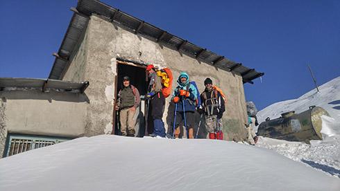 دارآباد - اتاق دیدبانی پادگان و جان پناهی برای کوهنوردان