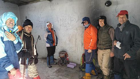 گروه کوهنوردی پرسون - دارآباد - اتاق دیدبانی پادگان و جان پناهی برای کوهنوردان