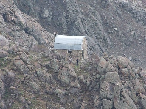 گروه کوهنوردی پرسون - ویو پناهگاه شروین در مسیر شیرپلا